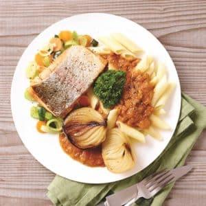 Stegt ørred med pasta og tomatsovs