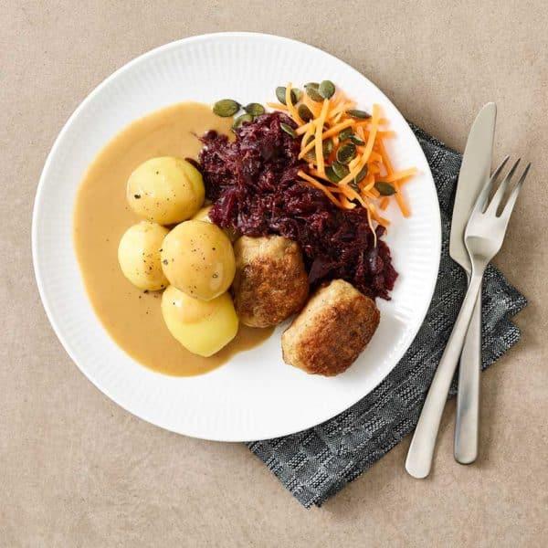 Frikadeller med rødkål fra Halkær ådals måltidskasse