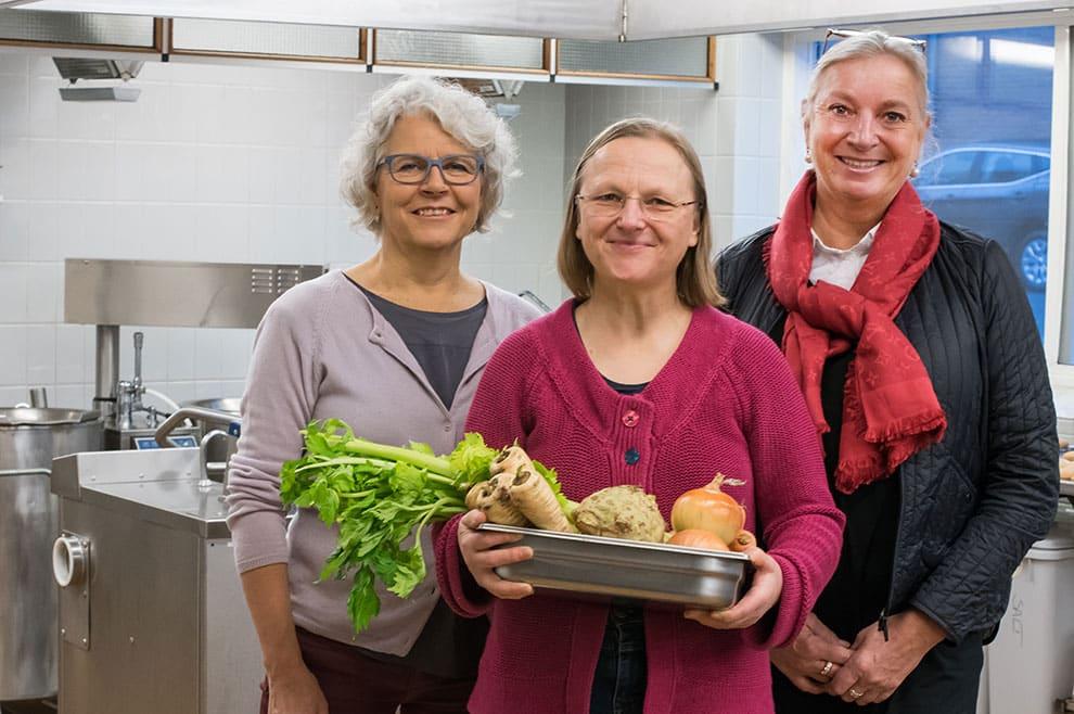 Damerne bag Halkær Ådals måltidskasser